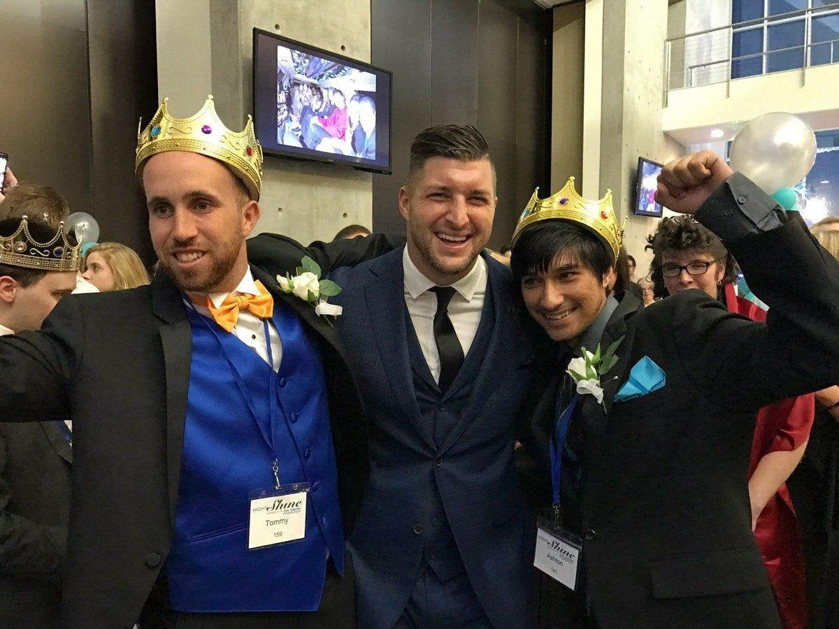 Night to Shine 2017 - Tim Tebow celebrates with kings of the prom in Ormond Beach, FL copy